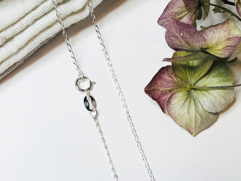 choose a necklace chain with a larger bolt ring clasp